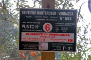 An emergency sign along the path from Monterosso Al Mare to Vernazza