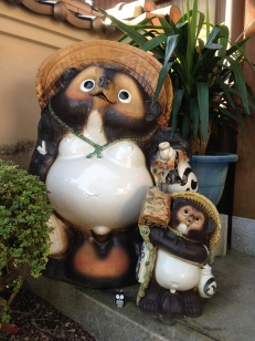 A tanuki with large...