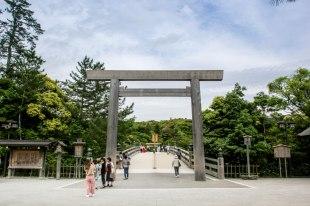 The entrance to Ise Naiku Shrine