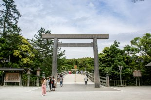 The entrance to Ise Naiku Shrine