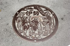 Manhole covers in Ise