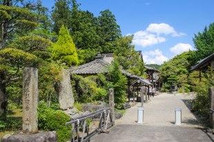 Senpukuji temple in Yanagihara along the Iseji route