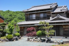 I passed many traditional Japanese wooden houses today