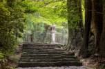 Stone lantern along Daimonzaka