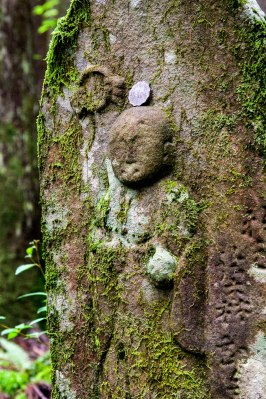 Stone jizo statues along the Ogumotori-goe trail between Nachi and Koguchi