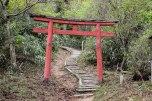Torii gate along the Nyoninmichi path, Koyasan