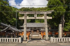 Nitsu Shrine along route 42 before Kii Tonda station