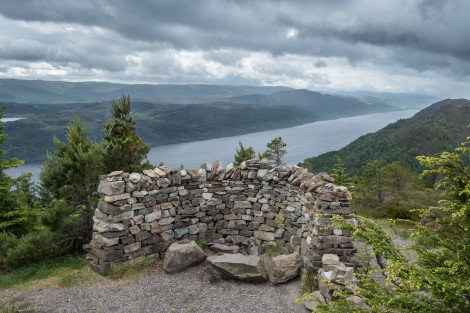 A stone shelter and views of Loch Ness from the high-level route between Invermoriston and Drumnadrochit