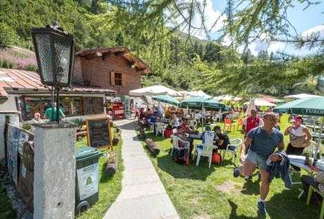 Ice cream break at Chalet Val Ferret