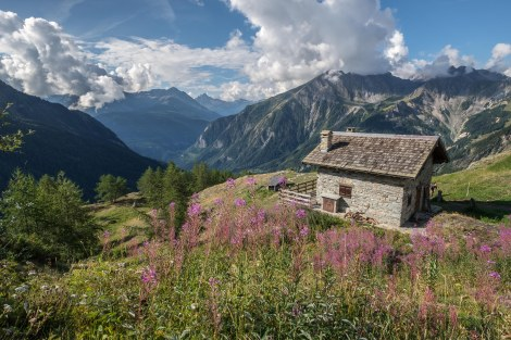 The buildings of Rifugio Giorgio Bertone