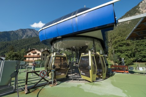 Taking the Courmayeur Mont Blanc Funivie cable car from Dolonne