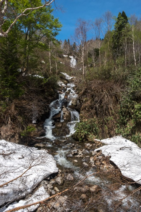 Snow and waterfalls along Route 318, also called the Hachimantai Jukai line