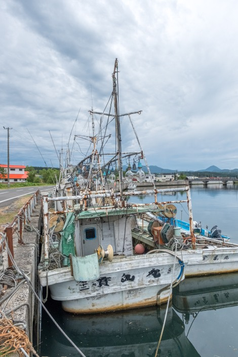 A fishing boat in port near Oma