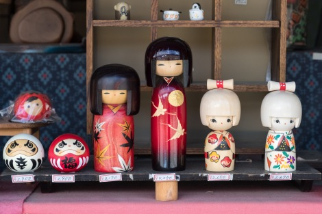 Kokeshi dolls for sale in Ouchi-juku