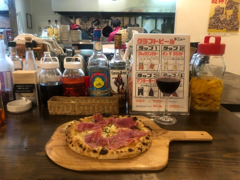 Pizza and chilled red wine (anyone know why red wine is always chilled in Japan?) for dinner in Aomori