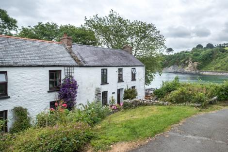 Cottages in Cwm yr Eglwys, Pembrokeshire Coast Path