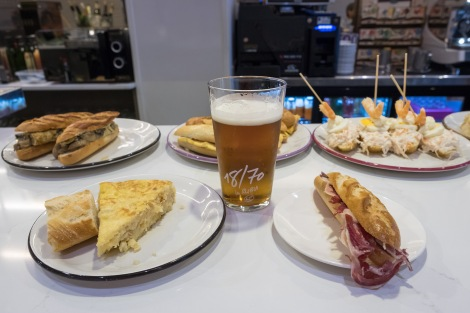 And what better way to start my Camino than a slice of tortilla and a jamon baguette washed down with a cold beer for dinner!