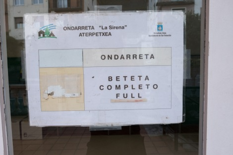 'Completo' - a sign no pilgrim ever wants to see on arrival at an albergue