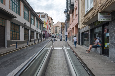 I'm surprised to see escalators in the street in Portugalete