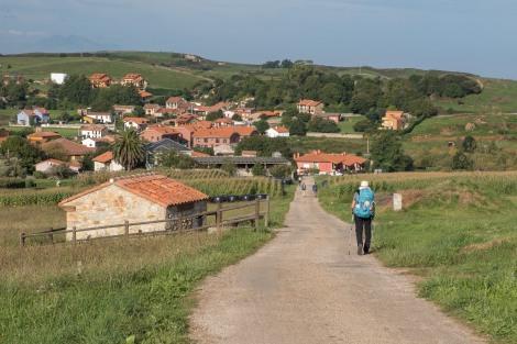 Pilgrims entering Caborredondo