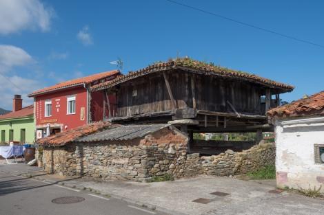 A hórreo beside the albergue in Muros de Nalón