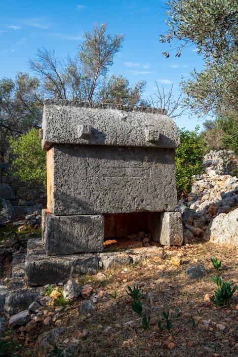 Tombs at the Aperlai ruins